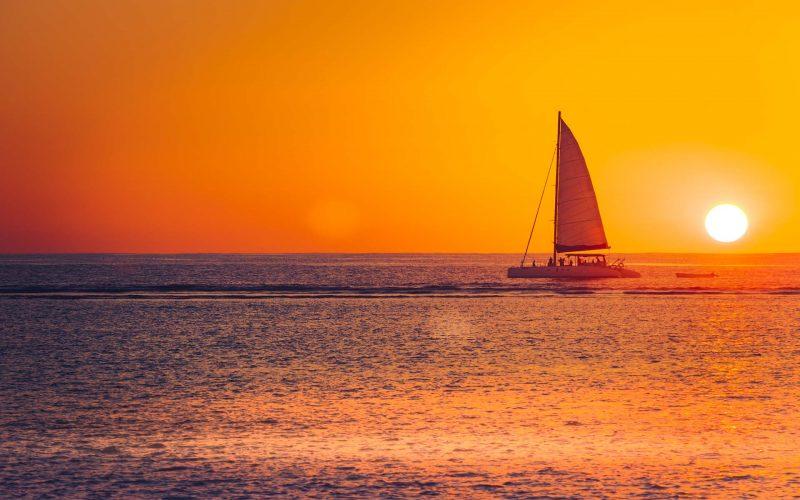 stock-sunset-cruise